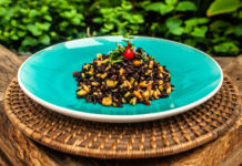 arroz negro com manga verde