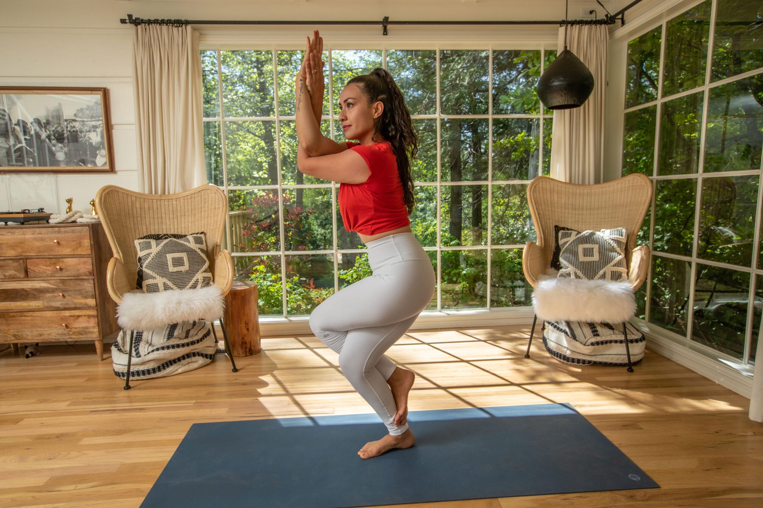 Pri Leite Yoga Postura da Aguia